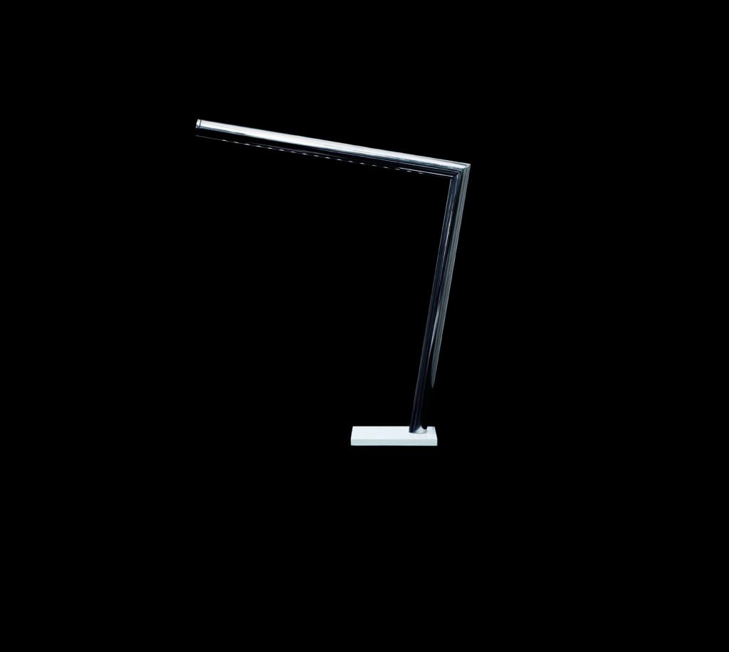 Paolodonadello elle lampada da tavolo a led in acciaio for Lampada da tavolo a led
